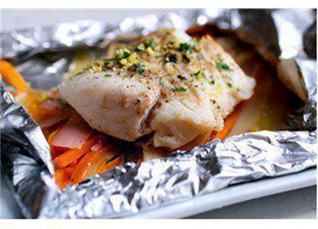 Треска в фольге с картошкой в духовке с фото