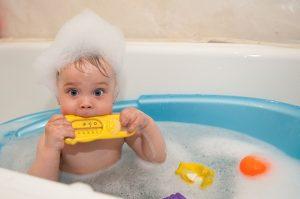 yeni-dogan-bebek-icin-ihtiyac-listesi-bebek-banyo